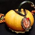 Szívkirálynő haragja medál, Ékszer, Fátyolvirág használatával.  Medál mérete: 2x3,5 cm Lánc hossza: 40 cm , Meska