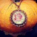 Vintage Rózsa medál, Ékszer, Nyaklánc, Medál, Szalvéta rózsa üveglencse alatt.  Medál mérete: 1,5x3 cm Lánc hossza: 40 cm , Meska
