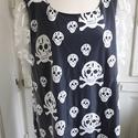 Demon Dress, Ruha, divat, cipő, Női ruha, Blúz, Felsőrész, póló, Varrás, Extravagáns koponya mintás tüllel díszített tunika pamutdzsörzé alsó anyaggal. Hossza 84 cm, egyébk..., Meska