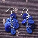Kék fülbevaló, Ékszer, Fülbevaló, Kék színű gombokból készült fülbevaló.  Hossza kb. 6 cm.  A fülbevaló alap, a lánc és a ..., Meska