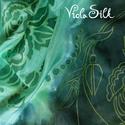 Magyaros kiskendő 1. selyemkendő, Képzőművészet, Textil, Festett tárgyak, Selyemfestés, Ezen a kis kendőn kalocsai ihletésű minták futnak az alappal harmonizáló színekben, zöld kontúrral ..., Meska