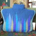 Kék nemez táska,gyapjú szalag díszitéssel, Táska, Válltáska, oldaltáska, Nemezelés, 100% gyapjú új-zélandi bunda gyapjút használtam, majd gyapjú szalaggal díszitettem fa táskafül kerü..., Meska