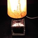 Kávébabos Dísz-hangulat lámpa., Otthon, lakberendezés, Lámpa, Asztali lámpa, Hangulatlámpa, Mindenmás, Üvegművészet, Kocka alaku üveg palack kifúrva bevezetékelve ( a vezetéken kapcsoló)  igazi pörkölt kávébabbal meg..., Meska