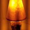 Örök rózsás Dísz-hangulat lámpa., Otthon, lakberendezés, Lámpa, Asztali lámpa, Hangulatlámpa, Mindenmás, Üvegművészet, Téglalap alaku üveg palack kifúrva bevezetékelve (kapcsolóval) az üvegben borostyán sárga üvegkavic..., Meska