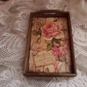 Rózsás rózsaszín tálca, Konyhafelszerelés, Tálca, Dió színre pácolt, lakkozott, szalvétatechnikával díszített tálca. Mérete: 32*20cm, Meska