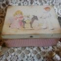 Vintage doboz emlékeknek, ékszernek , Ékszer, óra, Dekoráció, Baba-mama-gyerek, Ékszertartó, Decoupage, transzfer és szalvétatechnika, Rendelésre készítek vintage ékszeres , tároló dobozokat. A dobozhoz rendelhető ugyanevvel a mintáva..., Meska