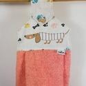 Tacskós. konyhai kéztörlő, Konyhafelszerelés, Dekoráció, Frottír kéztörlő tacskóval..  Mérete: 48x33,5 cm. Gombbal rögzíthető a sütő ajtajára. Gyönyörű dísze..., Meska
