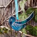 Boldogság kék üvegmadara, Húsvéti díszek, Otthon, lakberendezés, Üvegművészet, Tiffany technikával készült türkizkék üveg madár üvegfesték és gyöngy díszítéssel. 11x6 cm, Meska