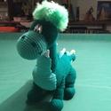 Dino, zöldben, Baba-mama-gyerek, Játék, Játékfigura, Baba játék, A kézzel horgolt dino valóságos szōrnyeteg: 60 cm hosszú, 40 cm magas. Bababarát fonalból hor..., Meska