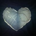 Szív alakú farmer párna csipkés szegéllyel, Használt farmerekből mosás és vasalás után k...