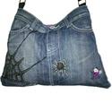 A pók hálójában farmer táska, A halloweeni ihletésű díszítés nagyrészt fil...