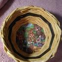 Tavaszi, húsvéti kosárka, Dekoráció, Otthon, lakberendezés, Ünnepi dekoráció, Tárolóeszköz, Fonás (csuhé, gyékény, stb.), Újrahasznosított alapanyagból, papírfonással készített, festett, lakkozott vidám kosárka, nyuszis, ..., Meska