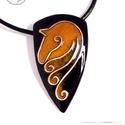 KIÁRUSÍTÁS Equus - Karamell - lófej tűzzománc medál (kicsi) KIFUTÓ TERMÉK, Ékszer, Medál, Nyaklánc, Az equus kollekció ékszereit Nathan Kravetz - A más színű ló című mesekönyve ihlette. Az ékszerek  e..., Meska