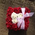 AKCIÓ!! Tartós virágdoboz piros, Dekoráció, Virágkötés, 16 szál tartós rózsákból készült ez a virágdoboz, így örök emléket biztosít a tulajdonosának. Nem h..., Meska
