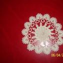 Horgolt kis terítő, Otthon, lakberendezés, Lakástextil, Terítő, Horgolt kis terítő drapp színben átmérője 10-13cm, Meska