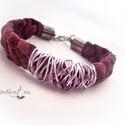 Lila bőr karkötő gyöngyökkel, Ékszer, Nyaklánc, Lila  hasított bőrből készült ez a karkötő, négyes fonással. Dísze a rátekert színezett ..., Meska
