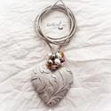 Szív küldi szívnek nyaklánc, Ékszer, óra, Nyaklánc, Romantikus nyakbavaló szív medállal édesvizi gyöngyökkel. Hosszú bőrön ( méretre igazítom..., Meska