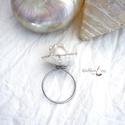 Gyöngyös-kagylós gyűrű, acél, Ékszer, Fülbevaló, Alap: 1,2 mm-es acélszál, formázva és elkalapálva. Gyönyörű  szabálytalan, barokk édesvizi gyönggyel..., Meska