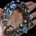 4 soros kristályos-gyöngyös karkötő, Ékszer, Karkötő, Sötét irizáló kristályokból, bronzos  gyöngyökből  és galvanizált hematit szemekből készült ez a han..., Meska