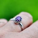 Rubin (gyűrű), Ékszer, Gyűrű, Igazan nőies, diszkrét gyűrű gyönyörű málna színű rubinnal. A gyűrű gyönyörűen fog kinézni a napbarn..., Meska