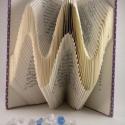 Szinusz hullám alakú hajtogatott könyv - Nőknek és Férfiaknak - Esküvői dekoráció - Könyvszobor - dísz - E8, Dekoráció, Otthon, lakberendezés, Dísz, Kerti dísz, Hajtogatott könyv vagy más néven könyv origami.   ****ALAP INFORMÁCIÓK**** A hajtogatott könyv ideál..., Meska
