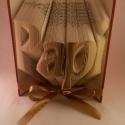 """""""Papi"""" feliratos hajtogatott könyv - egyedi 4 betűs szöveg -apák napjára - nagypapának - origami - E45, Dekoráció, Otthon, lakberendezés, Férfiaknak, Utcatábla, névtábla, Hajtogatott könyv vagy más néven könyv origami.  Precíz tervezéssel és hajtogatással a megun..., Meska"""