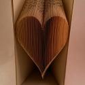 Szív formájú könyvszobor - Esküvőre- Lakodalomba - Szerelmeseknek- Valentin napra - Ajándék - E21, Dekoráció, Esküvő, Otthon, lakberendezés, Hajtogatott könyv vagy más néven könyv origami.   ****ALAP INFORMÁCIÓK**** A hajtogatott könyv ideál..., Meska