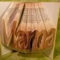 """""""Mama"""" feliratos hajtogatott könyv - egyedi 4 betűs szöveg -anyák napjára - nagymamának-vers- E43, Dekoráció, Otthon, lakberendezés, Dísz, Utcatábla, névtábla, Papírművészet, Újrahasznosított alapanyagból készült termékek,  Hajtogatott könyv vagy más néven könyv origami.  Egyedi elképzelés alapján bármilyen szöveg elkész..., Meska"""