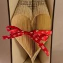 Szív formájú könyvszobor - Esküvőre- Lakodalomba - Szerelmeseknek- Valentin napra - Ajándék - E81, Dekoráció, Esküvő, Otthon, lakberendezés, Hajtogatott könyv vagy más néven könyv origami.   ****ALAP INFORMÁCIÓK**** A hajtogatott könyv ideál..., Meska