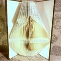 Hajó formájú könyvszobor - Vitorlás - Szerelmeseknek- Valentin napra Víz - Tenger - Óceán - Balaton - E205, Dekoráció, Otthon, lakberendezés, Férfiaknak, Dísz, Hajtogatott könyv vagy más néven könyv origami.   ****ALAP INFORMÁCIÓK**** A hajtogatott könyv ideál..., Meska