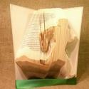 Futó - hajtogatott könyv origami - sportolóknak - futóknak - könyvszobor - egészség - E159, Dekoráció, Otthon, lakberendezés, Dísz, Hajtogatott könyv vagy más néven könyv origami.   ****ALAP INFORMÁCIÓK**** A hajtogatott könyv ideál..., Meska