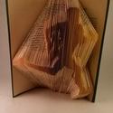 Futó - hajtogatott könyv origami - sportolóknak - futóknak - könyvszobor - egészség - E20,5, Dekoráció, Férfiaknak, Dísz, Hajtogatott könyv vagy más néven könyv origami.   ****ALAP INFORMÁCIÓK**** A hajtogatott könyv ideál..., Meska
