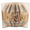 Mr and Mrs feliratos hajtogatott könyvszobor - Szerelmes pároknak - Esküvőre - Eljegyzésre - Karácsonyra E127, Dekoráció, Otthon, lakberendezés, Dísz, Utcatábla, névtábla, Hajtogatott könyvszobor vagy más néven könyv origami.  Egyedi elképzelés alapján bármilyen szöveg el..., Meska