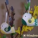 Apró filc madárkák, Dekoráció, Otthon, lakberendezés, Dísz, Húsvéti apróságok, Varrás, Filcből készítettem ezt a két apró, fehér alapon sárga-zöld mintás madárkát.  A kismadarakba moshat..., Meska