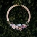 Esküvői dekoráció falra - Virágos Karika, Virágos függő dekoráció fából, amely kérhe...