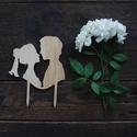 Páros esküvői tortabeszúró, tortadísz fából, Egy egyedi esküvői tortabeszúró különleges k...