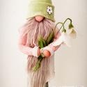 Tavaszi manó virággal, Otthon & lakás, Dekoráció, Varrás, Nemezelés, Egyedi, gyapjú kiegészítőkkel készül a manó.A virág, a manó sapkája és cipője gyapjúból készül. A r..., Meska