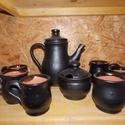 Fekete kávés készlet, Konyhafelszerelés, Kancsó , Bögre, csésze, Fűszertartó, Kerámia, Fekete mázas kávés készlet 6 pohárral, cukor tartóval, kiöntővel.Pöttyösnek készült de a máz takarj..., Meska
