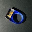 Shark fin ring, Ékszer, Gyűrű, Mindenmás, Ékszerkészítés, Egy 18mm-es műgyanta gyűrű, amit cápa uszony ihletett. Kék alapra dobtunk két rózsatövist majd felö..., Meska