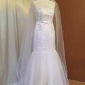 Sarah menyasszonyi ruha fátyollal, Esküvő, Menyasszonyi ruha, A ruha sellővonalu. Felsőrész mérete fűzővel szabályozható, így 36-38-as méretre ideális. A ruhát pö..., Meska