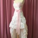 Tina ruha, Esküvő, Menyasszonyi ruha, Varrás, A ruha taft anyagból készült. Muszlin anyaggal fedett a mellrész és az őv. Mérete:36-38, Meska