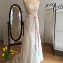 Szintia ruha, Esküvő, Menyasszonyi ruha, Varrás, A ruha ekrü csipkéböl készült. Enyhén sellő vonalu. Mérete:36-38, Meska