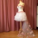 Rebeka ruha, Esküvő, Menyasszonyi ruha, Varrás, A ruha 3 részből áll.  Felsőrész düsessz anyagból készült, virág motivumokkal díszítve. Szoknya feh..., Meska