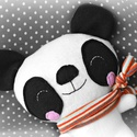 Panda maci, Baba-mama-gyerek, Játék, Játékfigura, Plüssállat, rongyjáték, Baba-és bábkészítés, Varrás, Puha, ölelgethető, vidám mackó. Kiváló játszótárs. A legkisebbeknek is adható.  20 cm magas+a fülei..., Meska