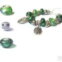 """""""Erdei bagoly"""" pandora karkötő, Ékszer, Karkötő, Különböző formájú (pl. levél, bagoly) antik ezüst színű fémgyöngyöket illetve zöld színű üveggyöngyö..., Meska"""