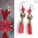 """""""Red love"""" - bojtos fülbevaló, Ékszer, Fülbevaló, Piros ásványgyöngyből, piros bojtból és egy bronz színű szivecskés köztesből készítette..., Meska"""