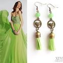 """""""Green love"""" - bojtos fülbevaló, Ékszer, Fülbevaló, Zöld ásványgyöngyből, zöld bojtból és egy bronz színű szivecskés köztesből készítette..., Meska"""