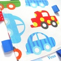 AUTÓ rongyi, címkerongyi, szundikendő, készségfejlesztő szalagos babajáték, Gyerek & játék, Játék, Baba játék, Baba-mama kellék, Készségfejlesztő játék, Varrás, Vidám, színes, autó mintás textilekből és  szalagokból készült ez a készségfejlesztő rongyikendő a ..., Meska