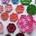 Horgolt virág csomag - 22 db, Dekoráció, Dísz, Horgolt virág csomag.   Tartalma a fotón látható 22 db virág.   Átmérő: 3 cm - 6,8 cm közö..., Meska