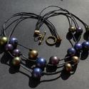 Bogyós nyaklánc, Ékszer, Nyaklánc, Fémes árnyalatúra színezett, ékszergyurma-gyöngyökből készült nyaklánc. A gyöngyök vias..., Meska